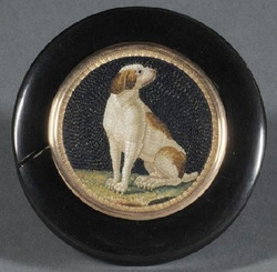 A round horn snuff box with Italian mosaic of dog in lid