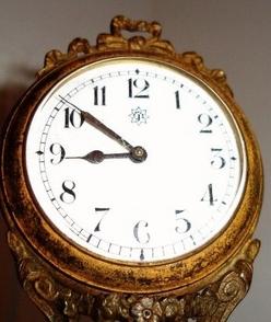 Arm swinging time clock